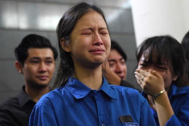 Hinh anh xuc dong trong le tang thay Van Nhu Cuong hinh anh