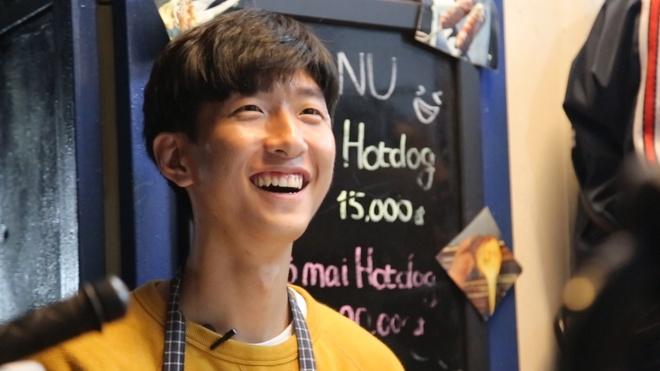 'Oppa Han Quoc' dien trai quyet o lai Viet Nam mo quan hot dog hinh anh