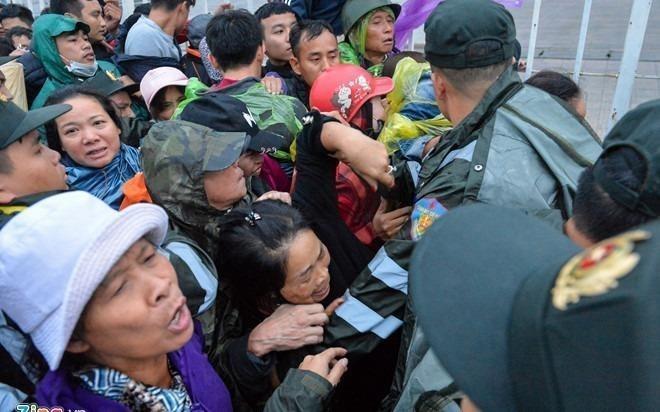 CDV buc xuc khi khong mua duoc ve Viet Nam vs Philippines hinh anh