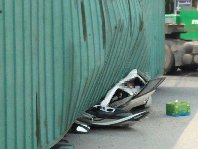 xe container de bep xe con o Nam Dinh anh 2