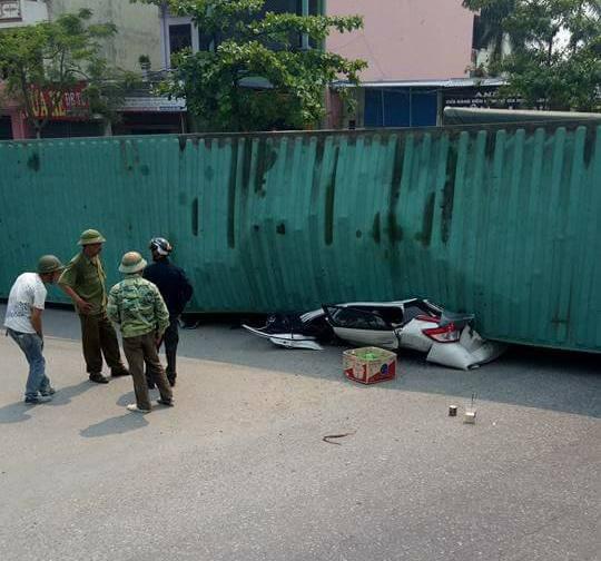 xe container de bep xe con o Nam Dinh anh 1