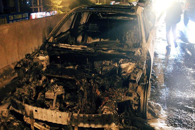 Mazda 3 chay tro khung sat o duong vanh dai tren cao hinh anh 2