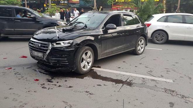 Tài xế Audi Q5 bị cuống khi lùi xe gây tai nạn liên hoàn