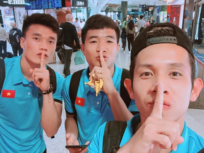 'Song Duc' tinh cam, Duc Chinh tran an nguoi ham mo truoc khi ve nuoc hinh anh 1