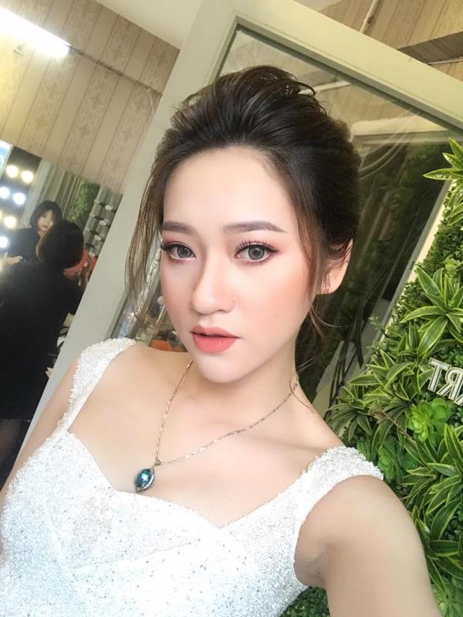 Ban gai hoa khoi cao 1,74 m cua cau thu Dinh Thanh Binh hinh anh 12