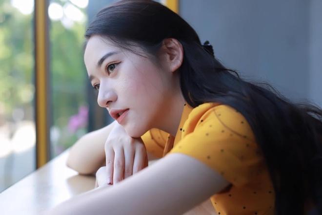 Ban gai hoa khoi cao 1,74 m cua cau thu Dinh Thanh Binh hinh anh 8