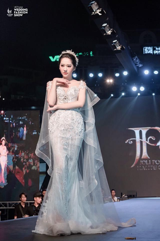 Ban gai hoa khoi cao 1,74 m cua cau thu Dinh Thanh Binh hinh anh 3