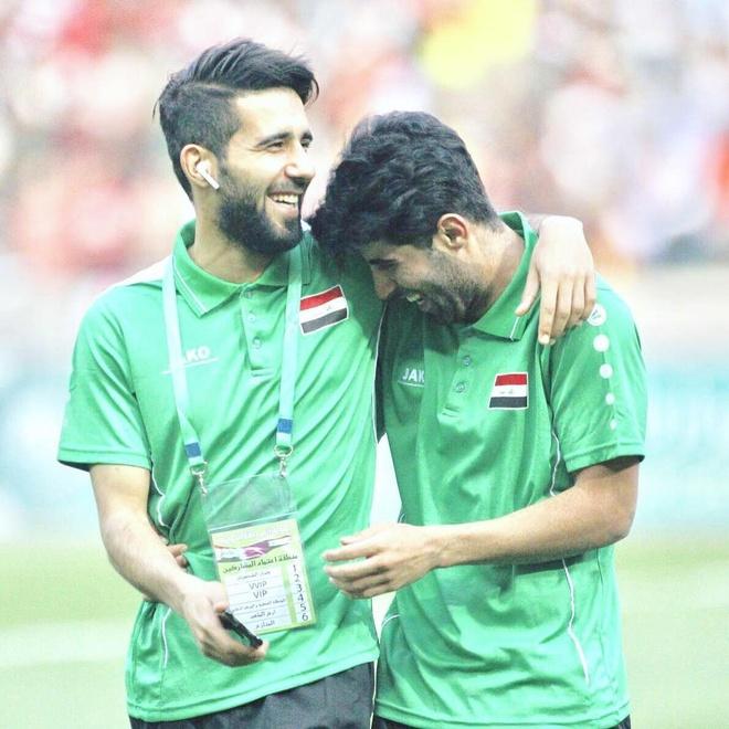 Doi truong U23 Iraq co ve ngoai lich lam, hut 600.000 fan tren mang hinh anh 3
