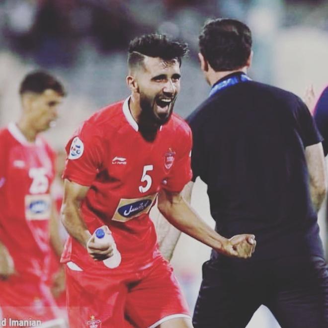 Doi truong U23 Iraq co ve ngoai lich lam, hut 600.000 fan tren mang hinh anh 4