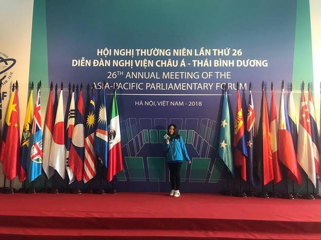 9X tang hoa Chu tich Tap Can Binh: 'Khong bao gio quen giay phut do' hinh anh 8