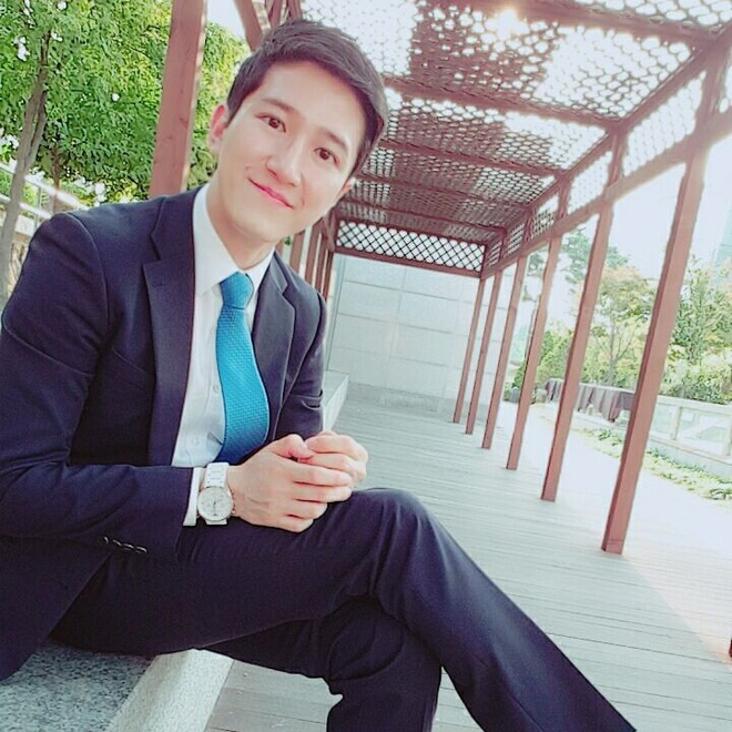 Nam phong vien Han tang follow nhanh chong, fan Viet vao khen dep trai hinh anh 4