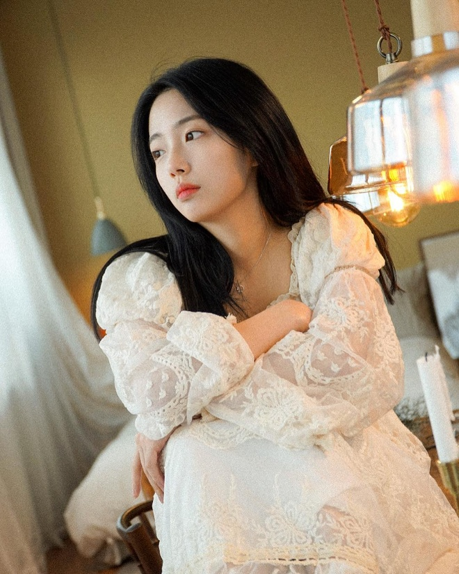 Nu sinh Han duoc khen la 'phep cong hoan hao' cua ca si Sulli va Suzy hinh anh 7