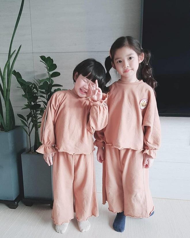 Cap chi em trai dau dang yeu, noi tieng voi dan mang Han Quoc hinh anh 12