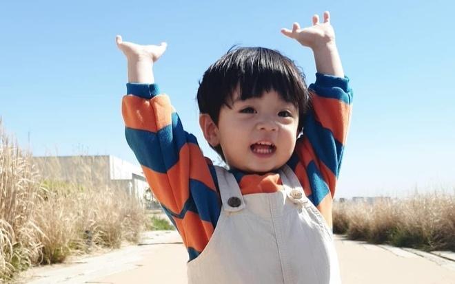 Ve dang yeu cua be trai Han Quoc co 80.000 follow tren mang hinh anh