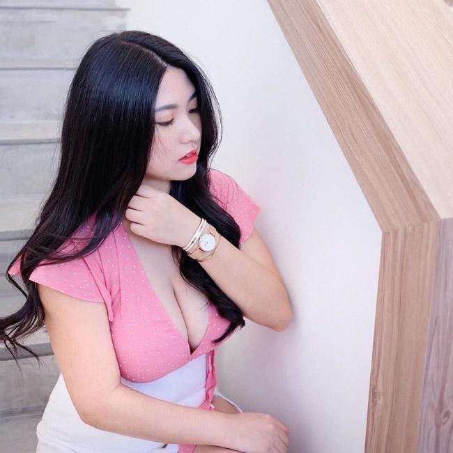 Co gai Malaysia gay chu y voi than hinh goi cam, vong mot 'khung' hinh anh 1