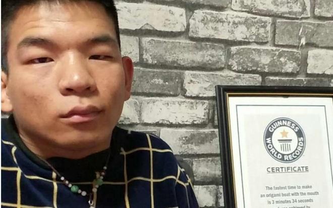 Chang trai tan tat co tai gap giay bang mieng duoc Guinness cong nhan hinh anh