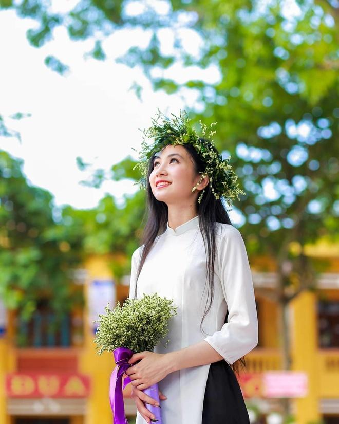 Hot girl anh the truong Y: 'Minh tu cham ban than duoc 5 diem thoi' hinh anh 10