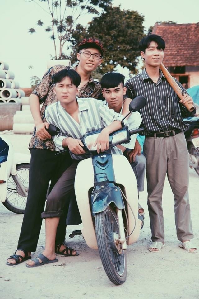 Thay giao Quang Ninh chup ky yeu cho hoc sinh theo phong cach hoai co hinh anh 4