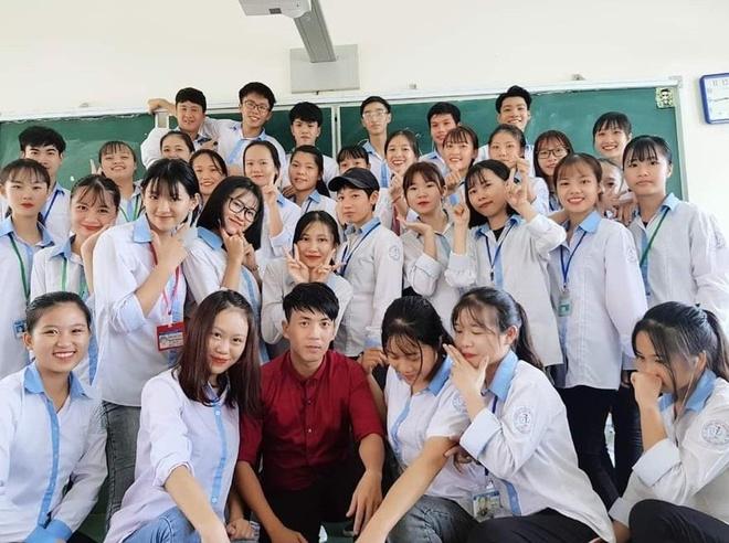 Thay giao Quang Ninh chup ky yeu cho hoc sinh theo phong cach hoai co hinh anh 8