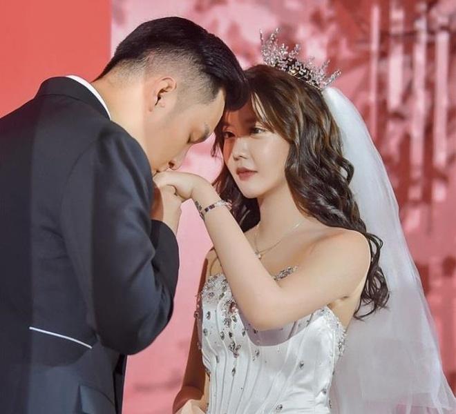 Dan hot girl Trung Quoc lo nhan sac gay that vong khi tham du dam cuoi hinh anh 2