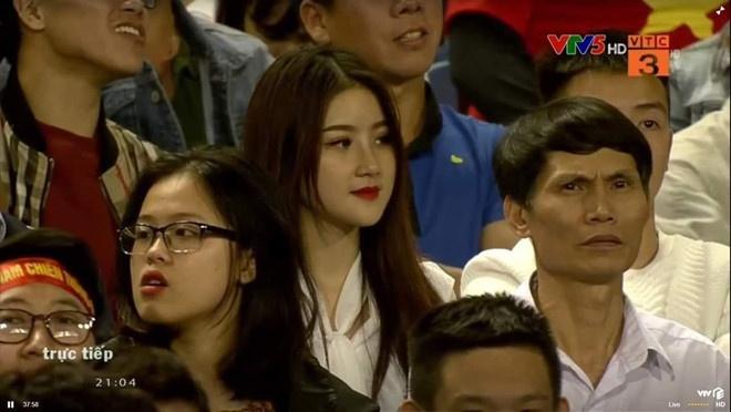 Bạn gái Đức Chinh, Trang Lou và loạt hot girl ĐH Mỹ Thuật Việt Nam