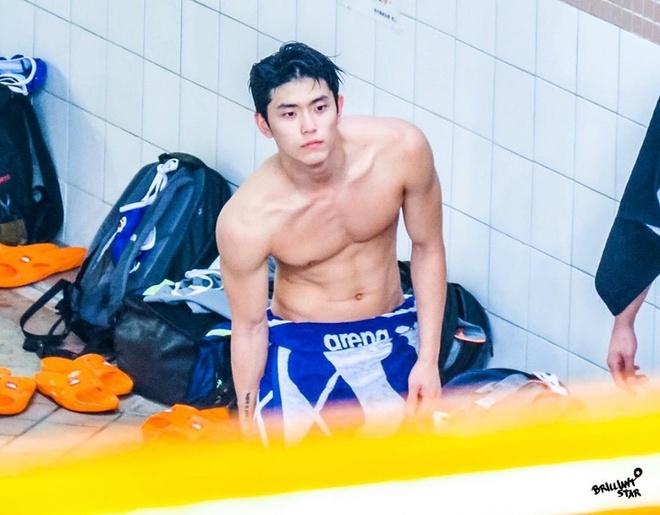 VDV bong nuoc Han Quoc gay chu y voi than hinh tam giac hinh anh 1