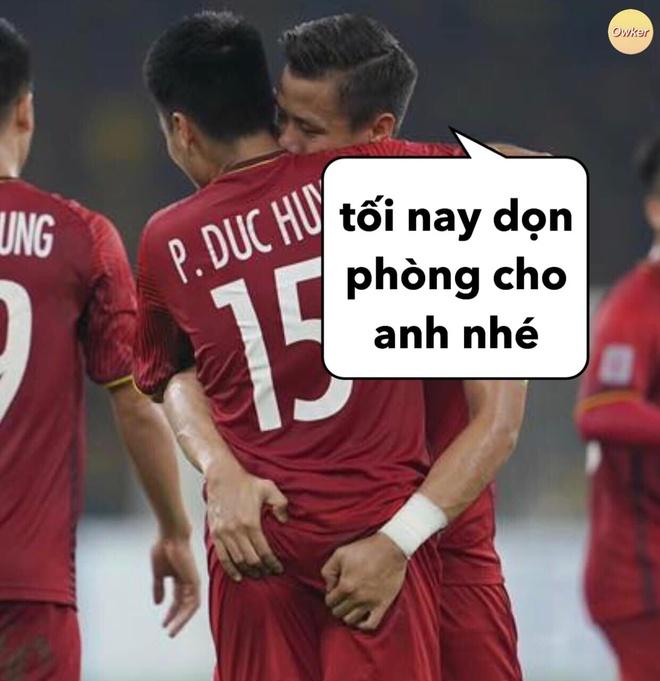 Que Ngoc Hai ghi ban, fan treu Duc Huy sap phai don phong cho dong doi hinh anh 1