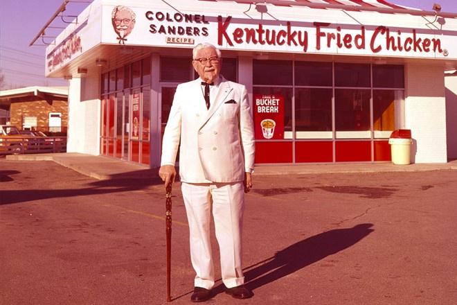 Tuoi tre cua 'ong to' ga ran KFC: Mat con trai, vo bo, bi pha san hinh anh 5