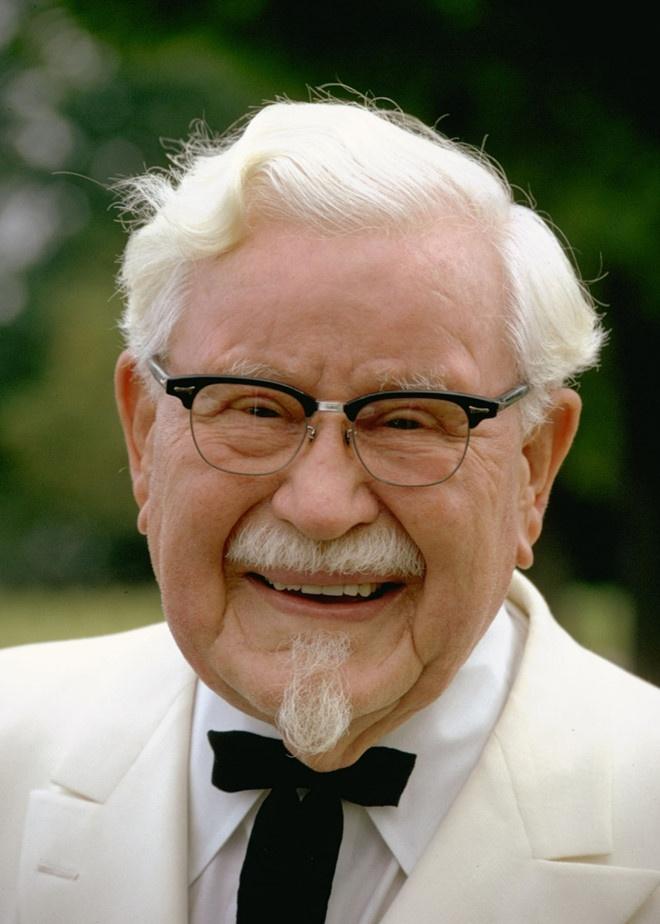 Tuoi tre cua 'ong to' ga ran KFC: Mat con trai, vo bo, bi pha san hinh anh 12