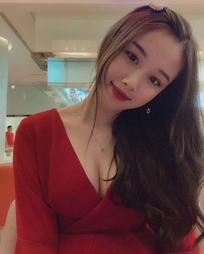 Ban gai Van Toan ngay cang goi cam, khong ngai mac do sexy hinh anh 9