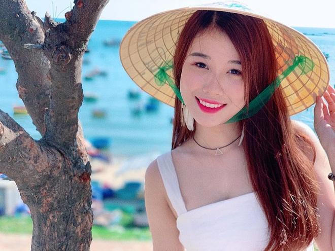Ban gai Van Toan ngay cang goi cam, khong ngai mac do sexy hinh anh 1