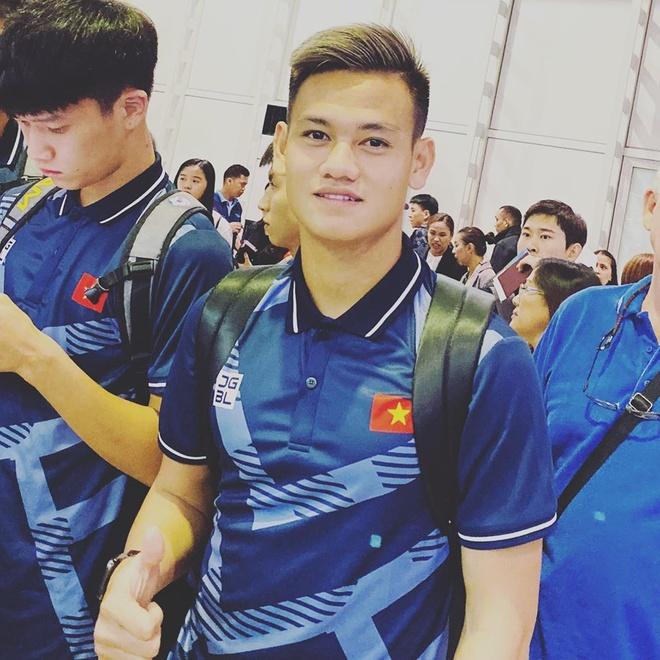 Tien Linh, Van Hau, Tien Dung thoai mai check-in khi toi Philippines hinh anh 3