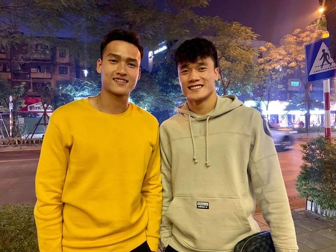 Sau SEA Games, Van Hau gui HCV cho bo me, Hung Dung tang lai con trai hinh anh 3 80206312_2569162879980712_8490022107822948352_o.jpg