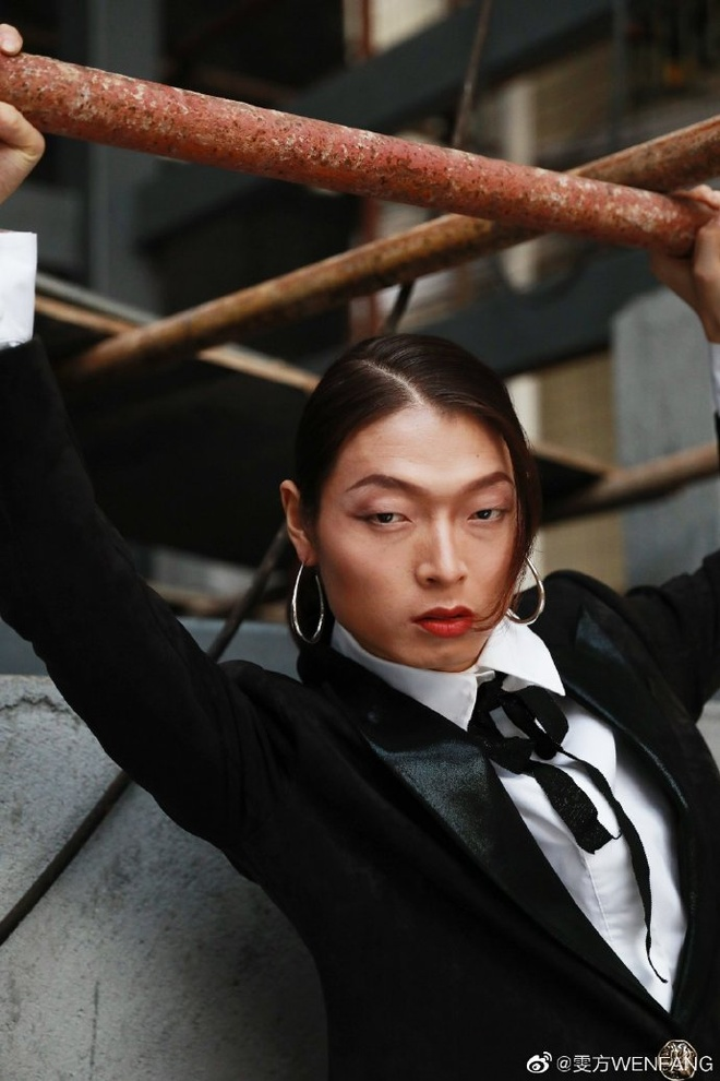 Chang trai nong thon doi doi nho cosplay nguoi mau noi tieng hinh anh 1 007xk5UBly1g9rgmrx08bj30u0190q7o.jpg