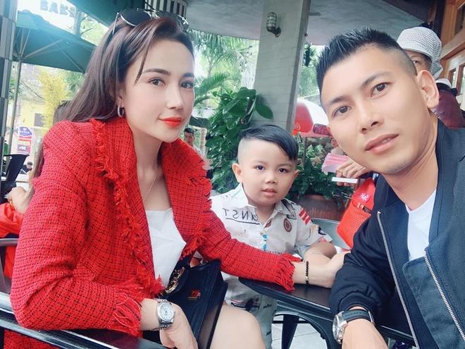 Hoang Duc di le chua, Bui Tien Dung tinh cam ben vo con mung 3 Tet hinh anh 4 83019205_260838751546414_9076848518882131968_o.jpg