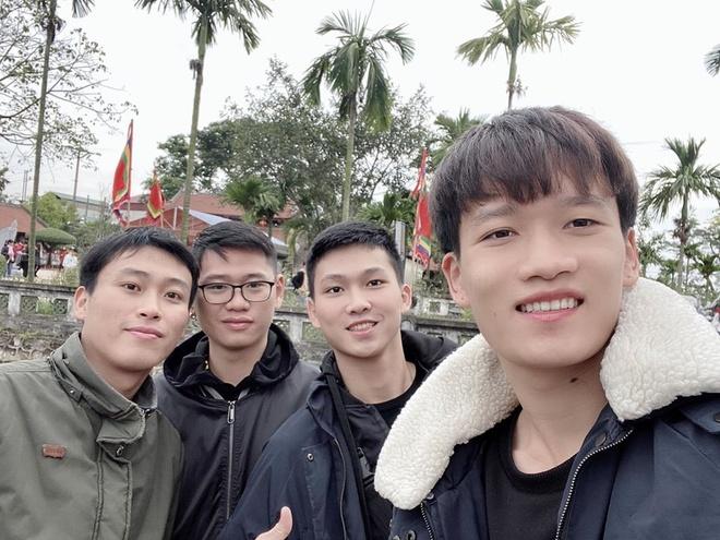 Hoang Duc di le chua, Bui Tien Dung tinh cam ben vo con mung 3 Tet hinh anh 1 83423041_805295653305840_7923107143673184256_o.jpg