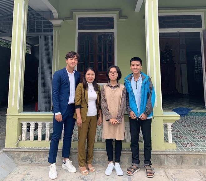 Hoang Duc di le chua, Bui Tien Dung tinh cam ben vo con mung 3 Tet hinh anh 3 84179933_223371435353328_170866658166964224_o_1.jpg