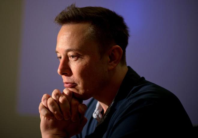 Elon Musk khoc loc, ke ve su co don va kho khan hinh anh
