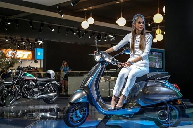 Xe may dien Vespa Elettrica ve VN nam 2019, dat ngang moto hinh anh