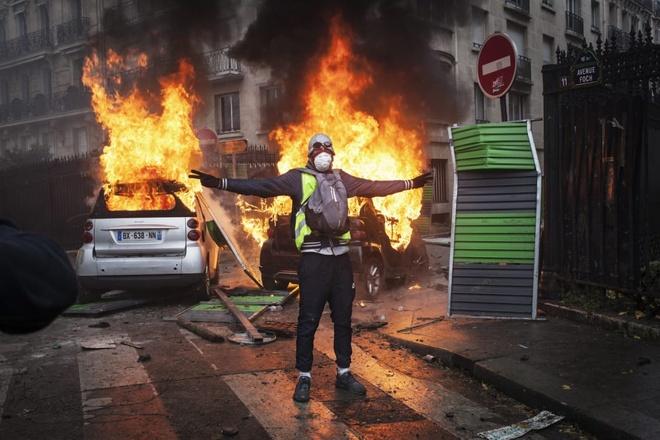Facebook va tin gia da khoi mao cho bao loan tai Paris? hinh anh