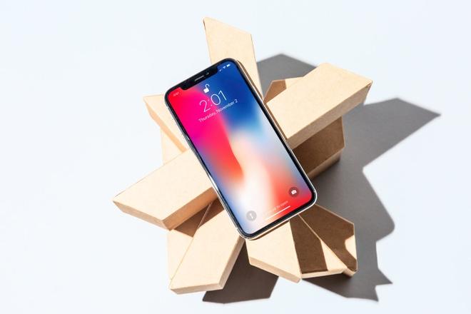 Giá iPhone vẫn tăng đều qua từng đời, nhưng Apple chỉ khiến người dùng thực sự giật mình khi iPhone X chạm mốc 1.000 USD. Ảnh: Business Insider.