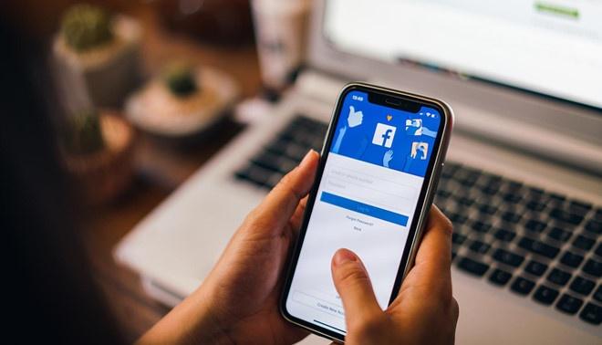 Facebook: 'Doc tin nhan nguoi dung de phuc vu doi tac' hinh anh