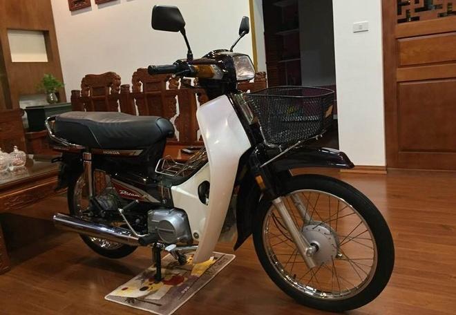 Honda Dream Thai doi 1995 rao ban 450 trieu dong hinh anh