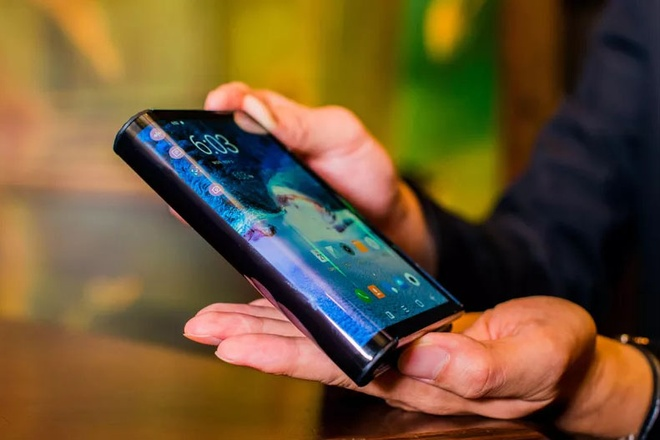 iPhone man hinh gap nam 2020 trong ra sao? hinh anh