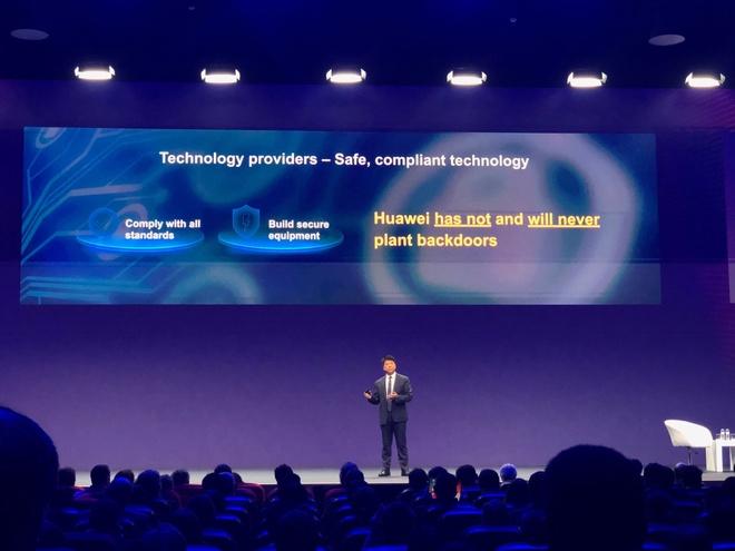 Huawei sap kien chinh phu My vi bi cam cua hinh anh 1