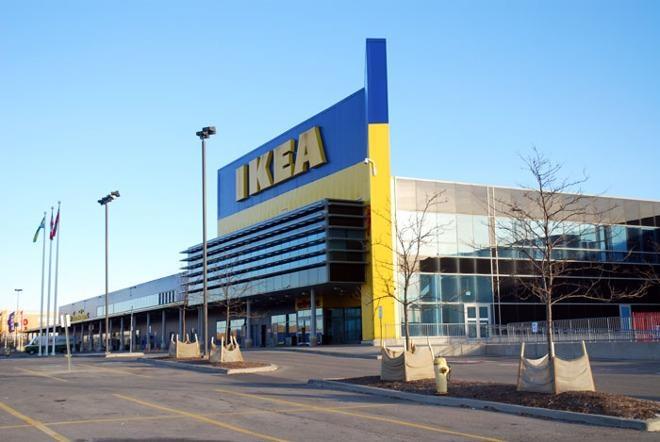 Cô Minetto thường gặp người mua hàng của mình tại các địa điểm như Ikea để giao dịch. Ảnh: AP.