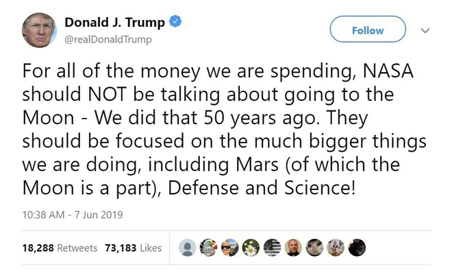 Ông Trump bị 'ném đá' vì gọi Mặt Trăng là một phần của sao Hỏa