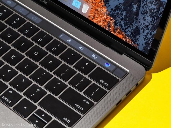 Bao hanh chiec MacBook Pro bi 'ma am', Apple mat oan 10.000 USD hinh anh 3