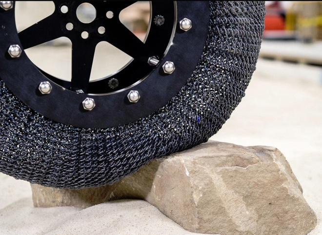 Super elastic tires