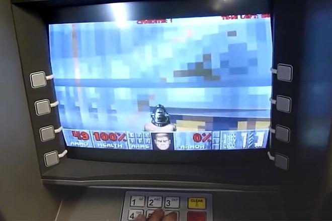Choi DOOM tren may ATM, dan piano... hinh anh